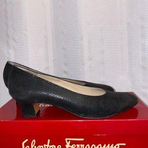 Salvatore Ferragamo Boutique classic pumps 8 AA